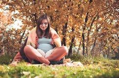 La muchacha embarazada Imagen de archivo