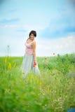 La muchacha en el campo de colores Foto de archivo libre de regalías