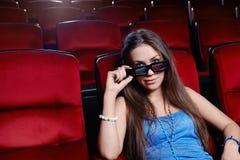 La muchacha en el cine Imagen de archivo