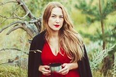 La muchacha en el lago con té Foto de archivo libre de regalías