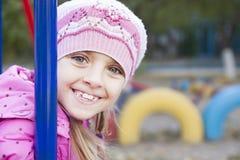 La muchacha en el patio Imágenes de archivo libres de regalías