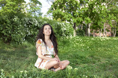 La muchacha en el prado Imágenes de archivo libres de regalías