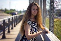 La muchacha en el puente Imagen de archivo