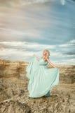 La muchacha en el vestido azul Imagen de archivo libre de regalías