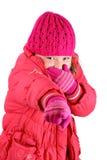 La muchacha en invierno arropa la risa señalando un dedo foto de archivo