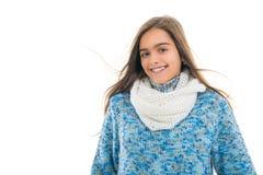 La muchacha en invierno viste en un fondo blanco Foto de archivo