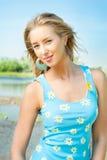 La muchacha en la batería del río Foto de archivo libre de regalías