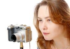 La muchacha en la cámara Foto de archivo libre de regalías