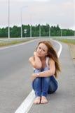 La muchacha en la carretera Imagenes de archivo