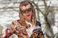 La muchacha en la máscara Fotos de archivo