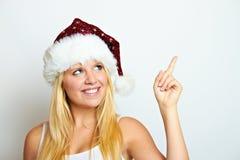 La muchacha en la Navidad está mostrando Foto de archivo