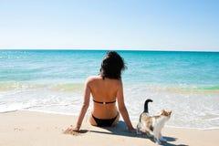 La muchacha en la playa Imagen de archivo libre de regalías