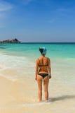 La muchacha en la playa Imágenes de archivo libres de regalías