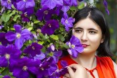 La muchacha en las flores Foto de archivo libre de regalías