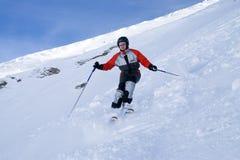 La muchacha en los esquís Fotografía de archivo