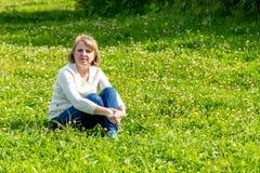 La muchacha en la naturaleza Fotografía de archivo