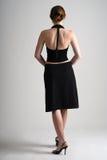 La muchacha en negro retrocede Imagen de archivo