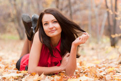 La muchacha en otoño Fotografía de archivo