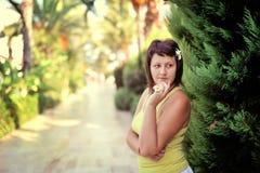 La muchacha en parque Fotografía de archivo