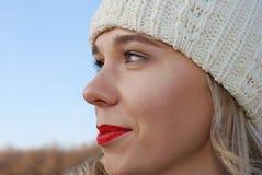 La muchacha en ropa del invierno fotos de archivo libres de regalías