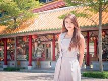 La muchacha en templo Fotografía de archivo libre de regalías