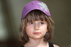 La muchacha en un casquillo Imagenes de archivo