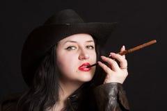 La muchacha en un sombrero de vaqueros Fotografía de archivo libre de regalías