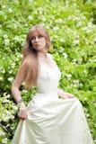 La muchacha en una alineada de boda blanca Imagenes de archivo