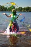 La muchacha en una alineada de boda vertió por una pintura Imagen de archivo libre de regalías