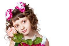 La muchacha en una alineada hermosa con se levantó Imágenes de archivo libres de regalías