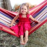 La muchacha en una hamaca Imagen de archivo libre de regalías