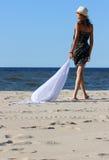 La muchacha en una playa Fotografía de archivo