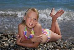 La muchacha en una playa Foto de archivo
