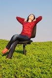 La muchacha en una silla Fotos de archivo libres de regalías