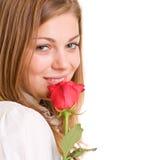 La muchacha encantadora con rojo se levantó Fotografía de archivo libre de regalías