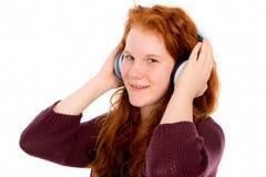 La muchacha es música que escucha Fotos de archivo