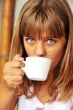 La muchacha está bebiendo Fotografía de archivo libre de regalías