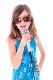 La muchacha está cantando Fotografía de archivo