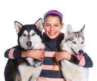 La muchacha está con sus perros fornidos Fotografía de archivo libre de regalías