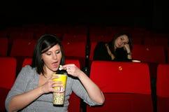 La muchacha está en cine Imágenes de archivo libres de regalías