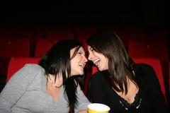 La muchacha está en cine Fotografía de archivo