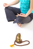 La muchacha está en un estado de la meditación Imagen de archivo