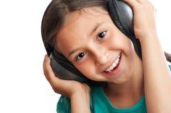 La muchacha está sosteniendo los auriculares Fotografía de archivo libre de regalías