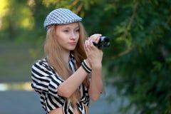 La muchacha está tomando película Foto de archivo libre de regalías