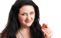 La muchacha feliz con una fresa Imagen de archivo libre de regalías