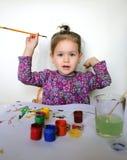 La muchacha feliz del niño dibuja las pinturas Imagen de archivo libre de regalías