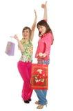 La muchacha feliz dos se vuelve de compras imagen de archivo
