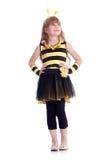 La muchacha feliz está llevando el traje de la abeja amarilla y negra en b blanco Foto de archivo