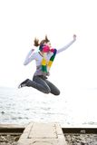 La muchacha feliz está saltando Imagen de archivo