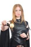 La muchacha gótica agradable con seco se levantó a disposición foto de archivo libre de regalías